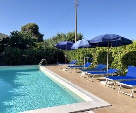 Podere Livrone con piscina 4 km dal mare