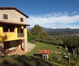 Gallicano Villa Sleeps 8 WiFi