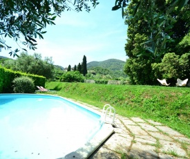 Charming Holiday Home in Tuscany near Lake Puccini