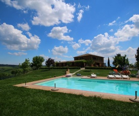 Child-friendly Farmhouse in Buonconvento with Swimming Pool