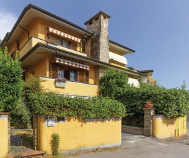 Awesome home in Camaiore w/ 5 Bedrooms