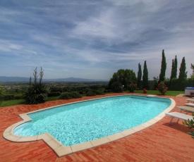 Spacious Villa in Monte San Savino with Swimming Pool