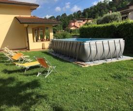 Villa Mario con piscina a Camaiore