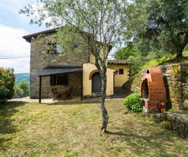 Quaint Holiday Home in Pescia with Pool
