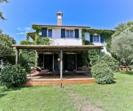 Capalbio Scalo Villa Sleeps 14 with WiFi