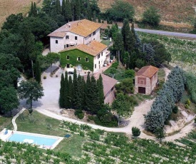 nice 2+2 apartment in an ancient tuscan farm