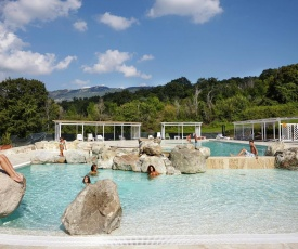 Quaint Holiday Home in Arcidosso with a Jacuzzi