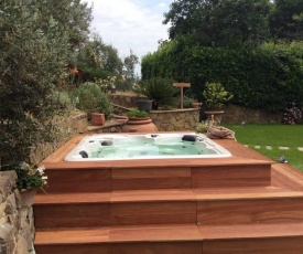 Jacuzzi Home in Vinci Countryside