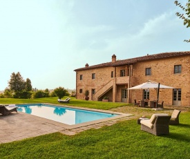 Castelfalfi Villa Sleeps 10 with Air Con and WiFi