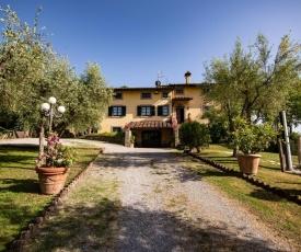Castiglion Fiorentino Villa Sleeps 15 with Pool and WiFi