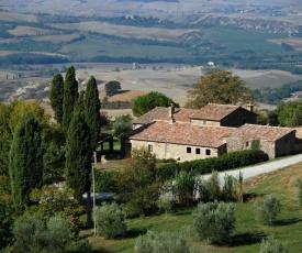 Castiglioncello del Trinoro Villa Sleeps 12 with Pool and WiFi