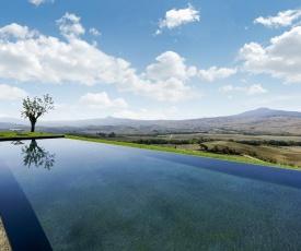 Castiglioncello del Trinoro Villa Sleeps 18 with Pool Air Con and WiFi