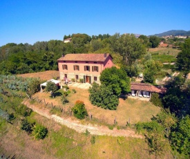Comfortable Holiday Home with Private Garden in Tuscany