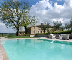 Ciggiano Apartment Sleeps 6 with Pool Air Con and WiFi
