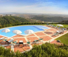 Coiano Villa Sleeps 29 Pool WiFi