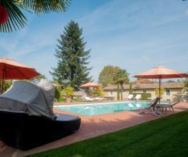 Colle di Compito Villa Sleeps 12 Pool Air Con WiFi