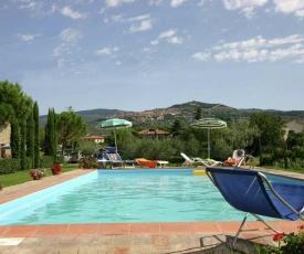A Peaceful Farmhouse in Cortona with Swimming Pool