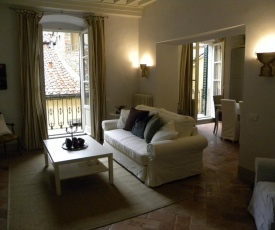 Bright, Bright, Spacious, 1 Bedroom Apartment in the Heart of Tuscany