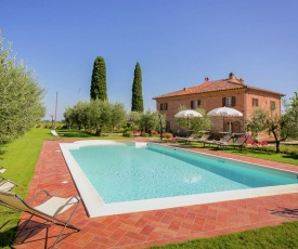 Picturesque Villa in Cortona with Pool