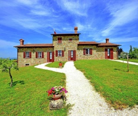 Serene Holiday Home in Cortona with Private Swimming Pool
