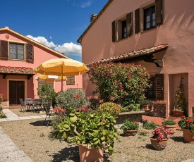 Fattoria Spedaletto Apartment Sleeps 4 with Pool and WiFi