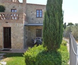 House with private garden in the Crete Senesi
