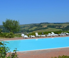 Luxurious Holiday Home with Hill view in Asciano Tuscany