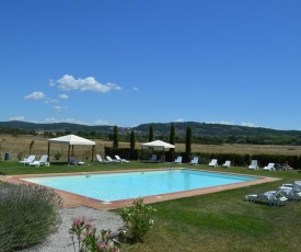 Vacation in Tuscany with swimming pool and tennis court