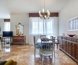 Comfortable Friendly Apartment With Parking